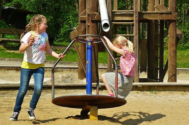 children-playing-334531_640